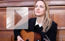 Gemma Hayes reprend « Wicked Game » en acoustique dans une chapelle