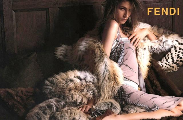 Karl Lagerfeld organise un défilé dédié à la fourrure qui fait polémique