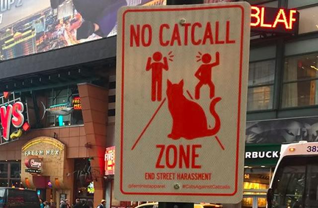Des affiches anti-harcèlement de rue à New York, posées par le collectif Feminist Apparel