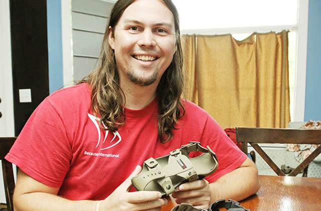 Des chaussures qui grandissent avec les enfants, le beau projet d'un entrepreneur américain