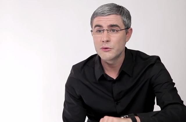 Cyprien parodie la publicité pour l'Apple Watch avec Julfou