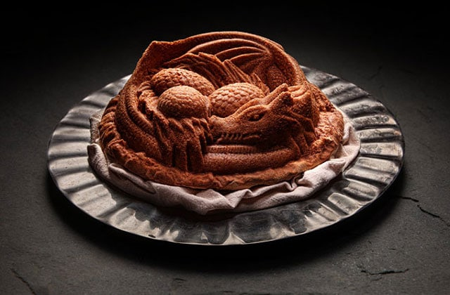 Le moule à gâteau dragon qui enflammera vos soirées série télé