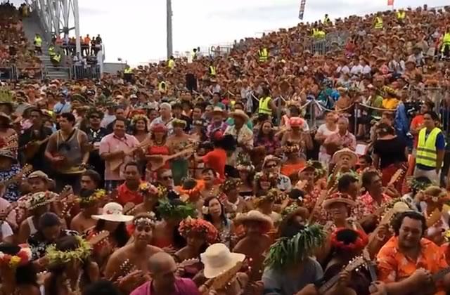 4750 personnes jouent du ukulélé en même temps à Tahiti