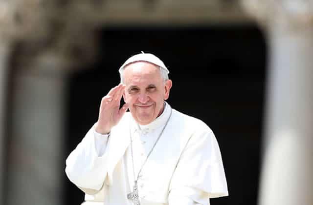 Le pape François demande aux prêtres de pardonner l'avortement