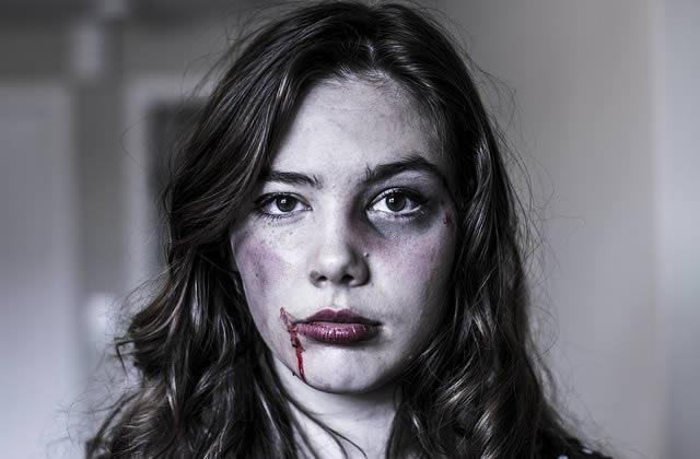 Fuir les violences conjugales, une étude pointe les mesures à prendre