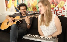 Le Noiseur interprète « 24×36 » en acoustique guitare-piano