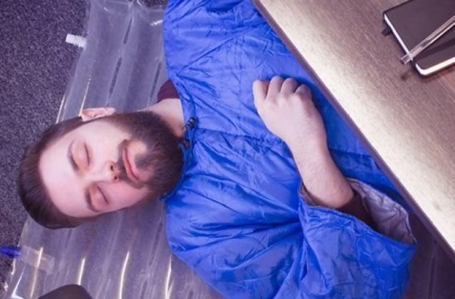 Le kit pour faire la sieste au bureau – L'accessoire indispensable
