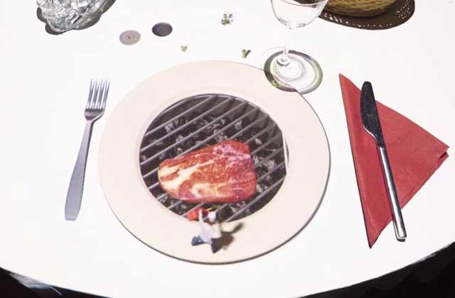Un film d'animation projeté dans ton assiette pour patienter au restaurant