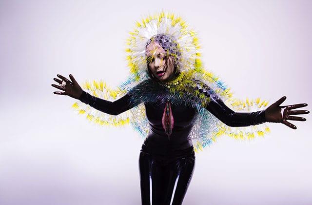 Björk dévoile «Stonemilker », un clip en réalité virtuelle