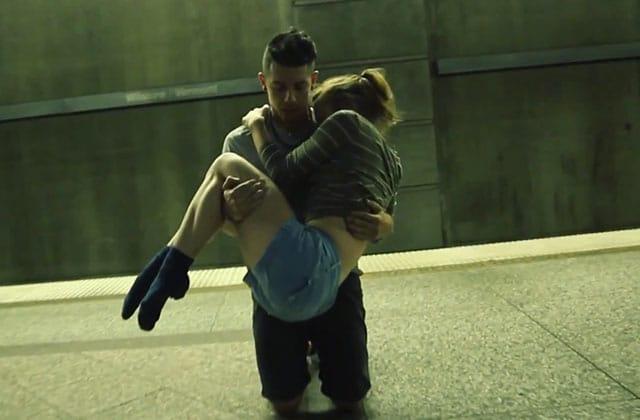 Un couple danse sur «Slip» d'Elliot Moss dans une station de métro, et c'est (fichtrement) beau