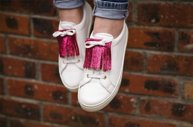 DIY — Des frangettes à paillettes pour tes baskets