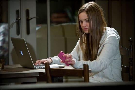 teenage-girl-computer
