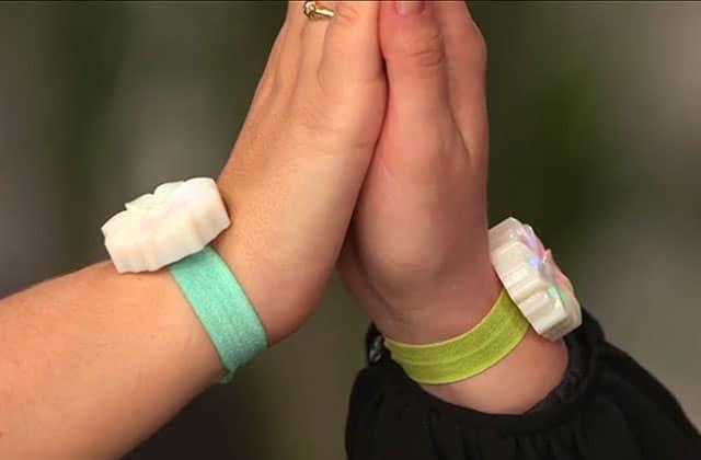 JewelBots, un bracelet connecté pour apprendre à coder