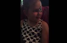 Kristen Bell réconforte une petite fille malade par téléphone