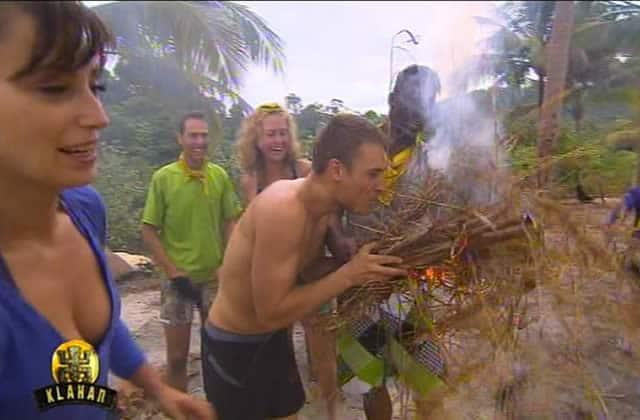 Josée l'Obsédée fait du feu comme dans Koh Lanta
