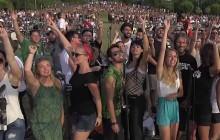 Mille Italiens de Cesena se réunissent pour chanter «Learn to Fly» des Foo Fighters