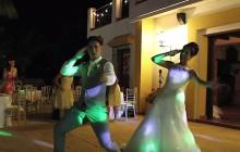 Un couple anglais livre une chorégraphie endiablée pour l'ouverture de leur mariage