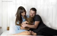 Un couple saoulé par la pression sociale fait un photoshoot «façon parents»… avec leur chien