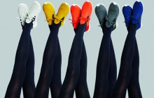 Native Shoes et Issey Miyake collaborent sur une collection colorée