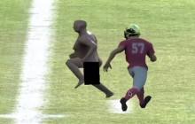 Player Lambda teste <em>Winning Streak</em>, le jeu qui te fait courir à poil dans un stade de foot