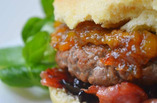 Burger sucré/salé au chutney de mangue — Recette fondante #BurgerWeek