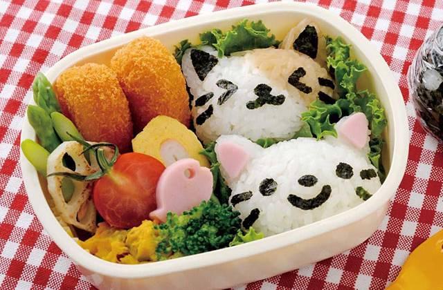 L'emporte-pièces chat pour onigiri, l'accessoire bento kawaii
