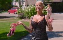 Amber Rose s'attaque au slut shaming avec « The Walk of No Shame »