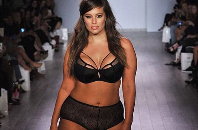 Ashley Graham, mannequin « grandes tailles », a défilé en lingerie pendant la Fashion Week de New York