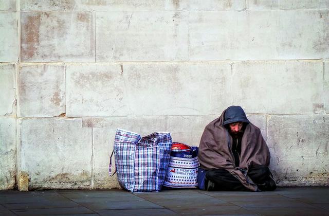 aider les sdf comment faire pour aider les personnes sans abri. Black Bedroom Furniture Sets. Home Design Ideas