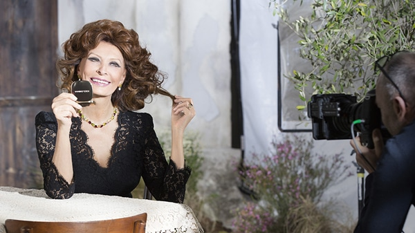 dolce-and-gabbana-sophia-loren-lipstick-n1-makeup-ad-campaign-backstage-1