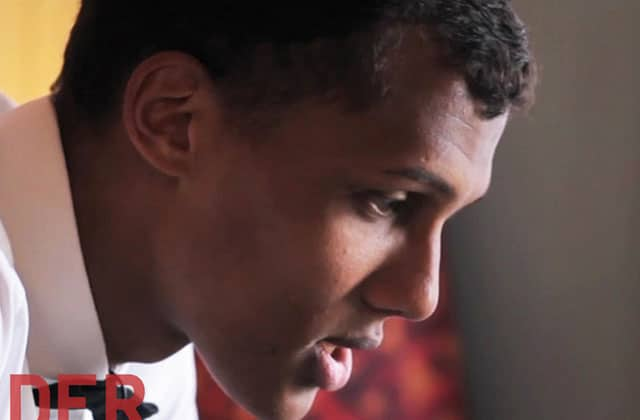Stromae chante « Formidable » à Seattle, incognito dans un bar