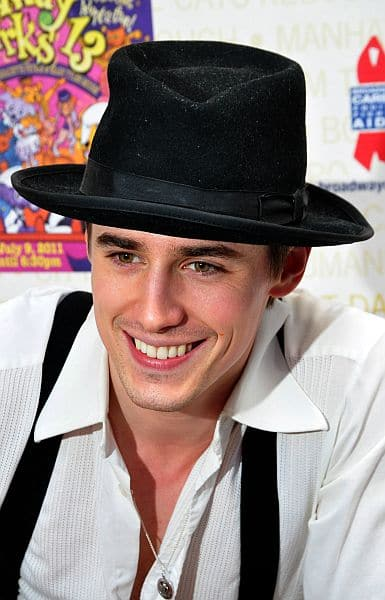 Reeve_Carney