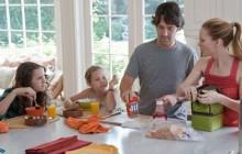 L'écart hommes/femmes dans les tâches ménagères se réduit