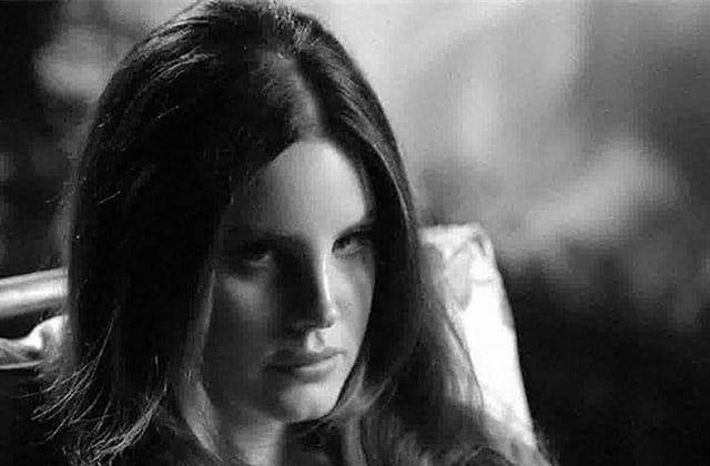 Lana Del Rey sous l'eau dans « Music To Watch Boys To », son nouveau clip