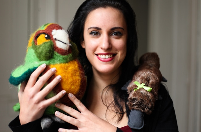 La rédac te présente ses doudous pour la Journée de l'ours en peluche au bureau