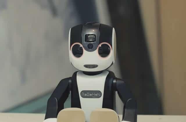 RoBoHon, le premier smartphone en forme de robot!