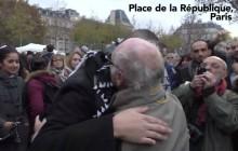 Un musulman reçoit une tonne d'amour place de la République