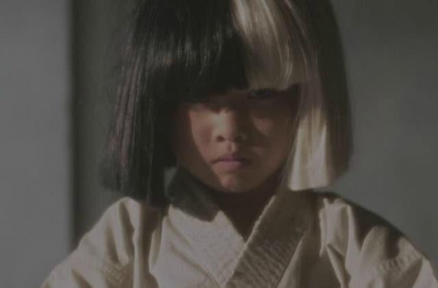 Sia dévoile le clip d'«Alive», avec une chorégraphie d'arts martiaux