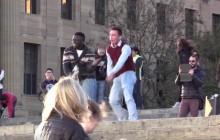Danser comme Carlton en public, ça fait du bien au moral : la preuve en vidéo