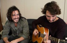 Julian Perretta chante « Miracle » en acoustique !