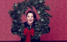 Melissa McCarthy, pétillante comme jamais, présente sa ligne de vêtements pour les fêtes