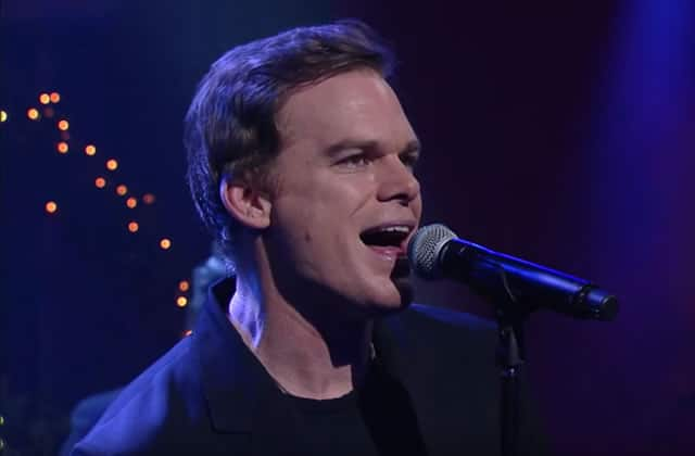 Michael C. Hall interprète « Lazarus » de David Bowie, en live chez Stephen Colbert
