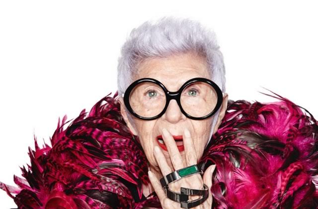 Iris Apfel, 94 ans, pose avec classe pour des bracelets connectés