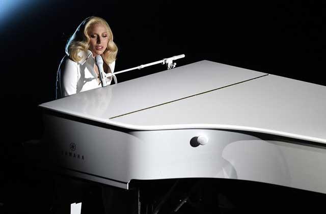 Lady Gaga chante en compagnie de victimes de viol pour les Oscars 2016