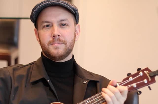Matt Simons chante son hit «Catch & Release» au ukulélé!