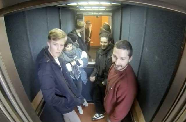 Shia LaBeouf livre une nouvelle performance artistique dans un ascenseur (toujours sans Calogero)