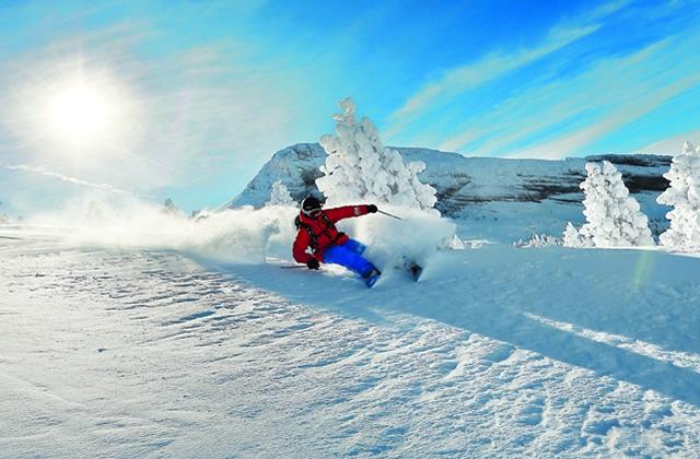 Le ski, ce «sport de riches» pas si inaccessible, vous tend les bras!