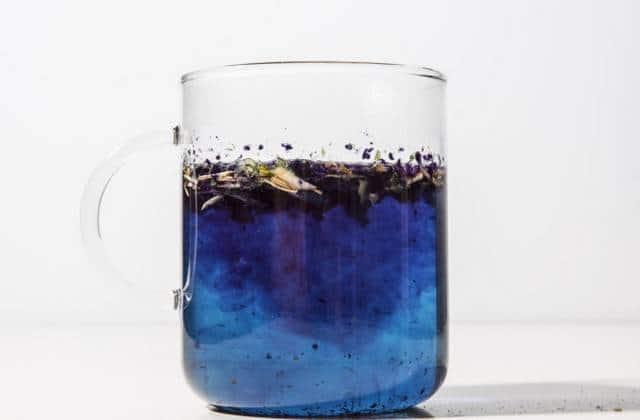 Le thé qui change de couleur met de la magie dans ton après-midi