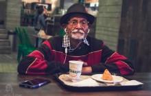 Le grand-père indien relooké par son petit-fils:alerte papy beau gosse!