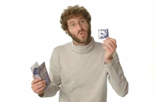 Un rappeur vante les préservatifs avec des arguments plein d'humour!